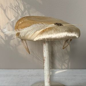 40s Long Haired Silk Shimmery Ivory Fascinator Hat